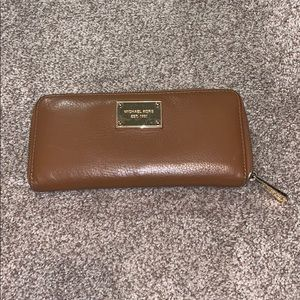 Michael Kors brown leather wallet GUC